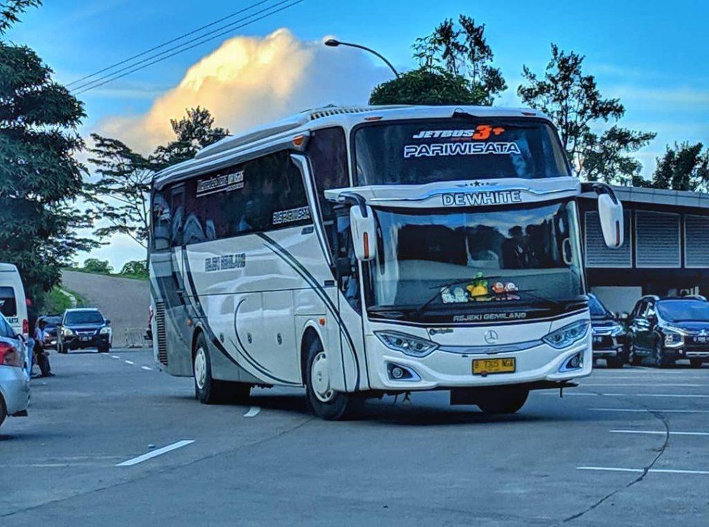 sewa bus eksekutif
